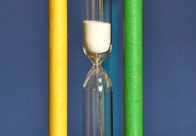 Warum kann man mit einer Sanduhr Zeit messen?